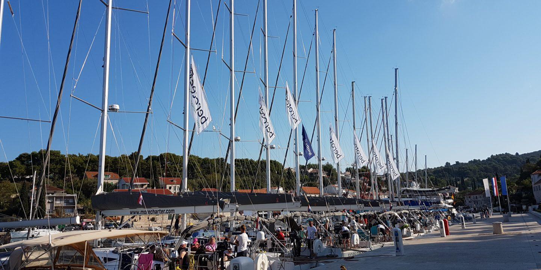 Anordna konferens på segelbåt